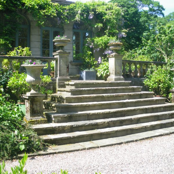 Chilstone Steps and Urns